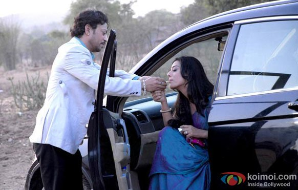 Irrfan Khan and Mahie Gill in a still from Saheb Biwi Aur Gangster Returns Movie