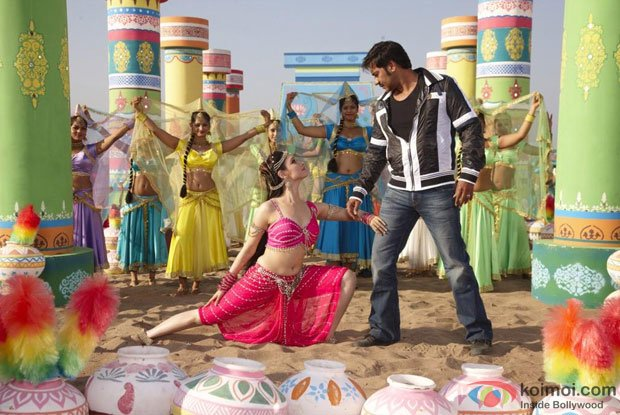 Tamannaah and Ajay Devgn in Tathaiya tathaiya song in Himmatwala Movie Stills