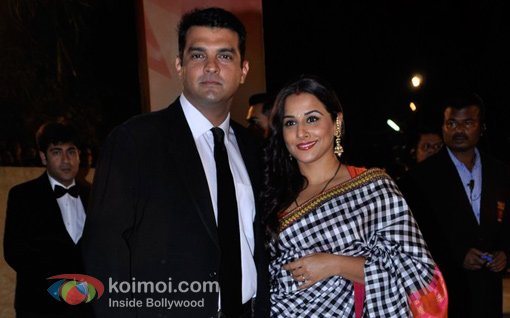 Vidya Balan and Siddharth Roy Kapur At Walk The Red Carpet Of Filmfare Awards 2013