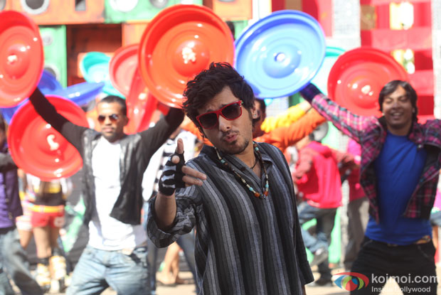 Divyendu Sharma in a still from Chashme Baddoor Movie