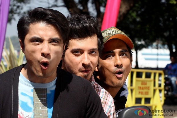 Ali Zafar, Divyendu Sharma and Siddharth in Har Ek Friend Kamina Hota Hai Song in Chashme Baddoor Movie Stills