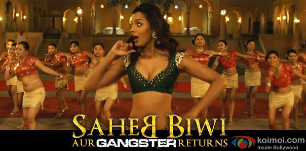 Mugdha Godse in Media Se Song in Saheb Biwi Aur Gangster Returns Movie Stills