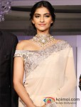 "Sonam Kapoor at the ""India International Jewellery Week"" Pic 5"