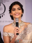 "Sonam Kapoor at the ""India International Jewellery Week"" Pic 6"