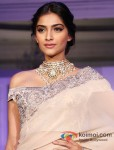 "Sonam Kapoor at the ""India International Jewellery Week"" Pic 4"