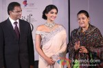"Sonam Kapoor at the ""India International Jewellery Week"" Pic 8"