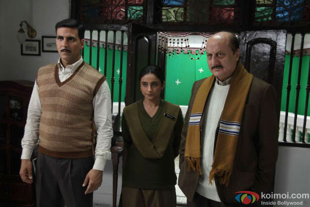 Akshay Kumar, Divya Dutta and Anupam Kher in a still from Special Chabbis (26) Movie
