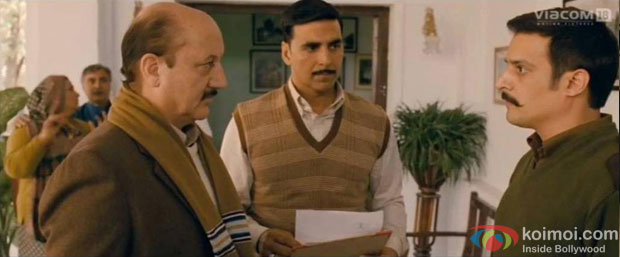 Anupam Kher, Akshay Kumar and Jimmy Shergill in a still from Special Chabbis (26) Movie