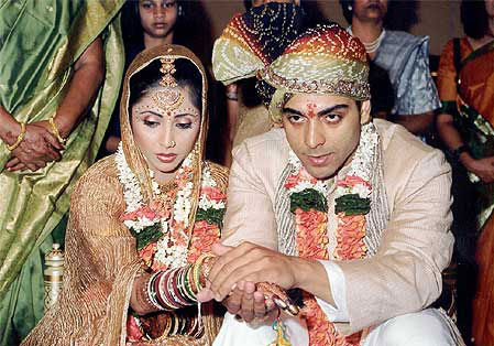 Ram Kapoor still from Ghar Ek Mandir TV Serial