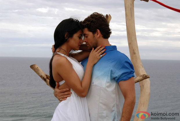 3G Review (3G Movie Stills)