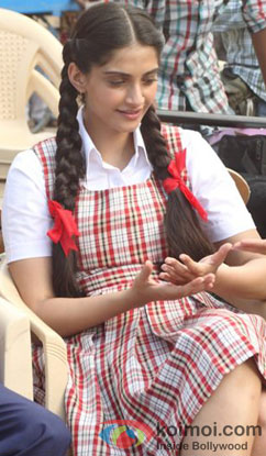 Sonam Kapoor on the sets of Raanjhnaa Movie
