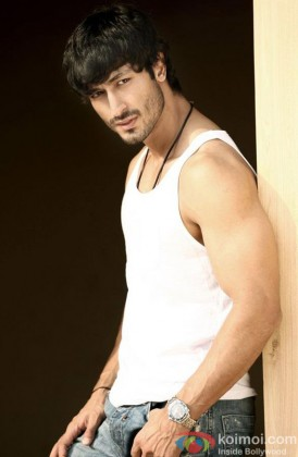 Vidyut Jamwal poses for the shutterbugs