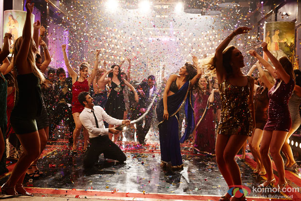 Ranbir Kapoor and Deepika Padukone in Badtameez Song in Yeh Jawaani Hai Deewani Movie Stills