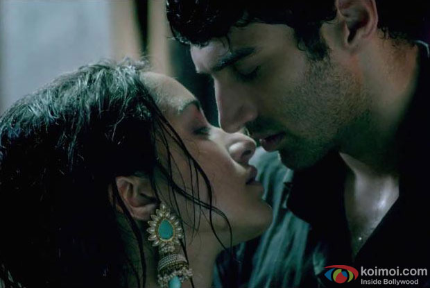 Shraddha Kapoor and Aditya Roy Kapur in a still from Aashiqui 2 Movie