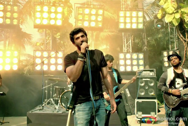 Aditya Roy Kapur in Milne Hai Mujhse Aayi Song in Aashiqui 2 Movie Stills