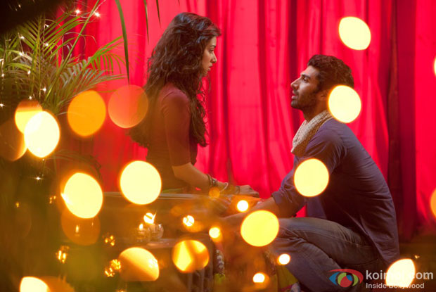 Shraddha Kapoor and Aditya Roy Kapur in Sunn Raha Hai Na Tu Full Video Song in Aashiqui 2 Movie Stills