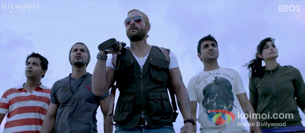 Anand Tiwari, Kunal Khemu, Saif Ali Khan, Vir Das and Puja Gupta in a still From Go Goa Gone movie