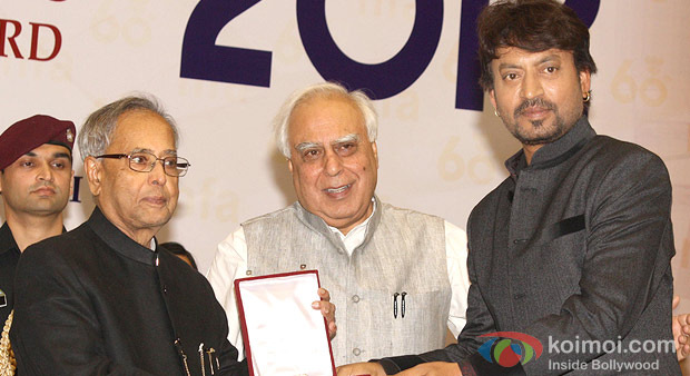Pranab Mukherjee presenting the Best Actor Award to Irrfan at the 60th National Film Awards 2012