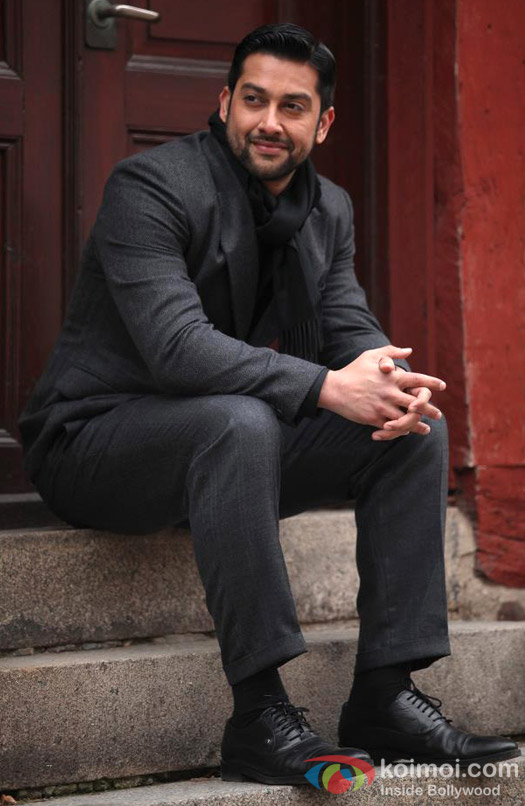 Aftab Shivdasani looks charming in his black suit