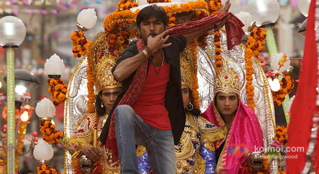 Dhanush in Raanjhanaa Movie Stills