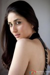 Kareena Kapoor Gives A Hot Glance