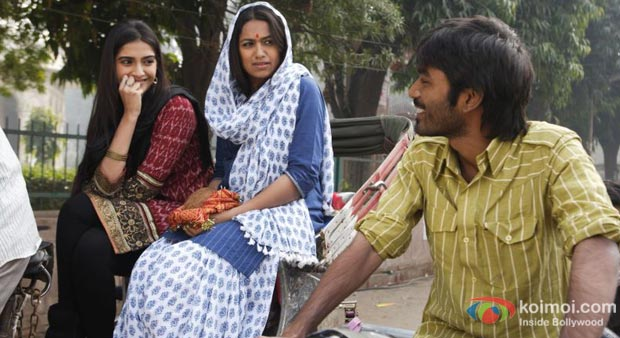Sonam Kapoor And Dhanush in Raanjhanaa Movie Stills