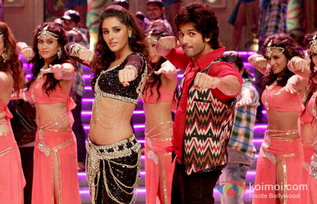 Nargis Fakhri And Shahid Kapoor in Phata Poster Nikhla Hero Movie Stills