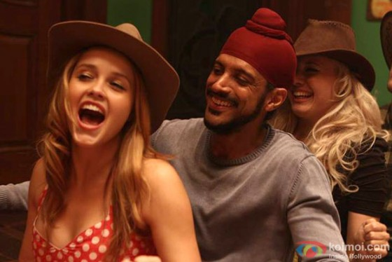 Rebecca Breeds and Farhan Akhtar in Bhaag Milkha Bhaag Movie Stills