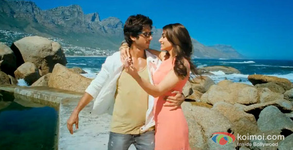 Shahid Kapoor And Ileana D'Cruz in Phata Poster Nikla Hero Movie Stills
