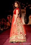 Dia Mirza walks the ramp at LFW 2013 Pic 3