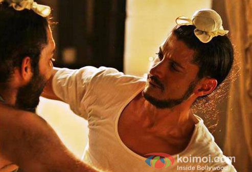 Farhan Akhtar in Bhaag Milkha Bhaag Movie Stills
