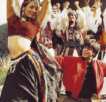 Malaika Arora Khan And Shah Rukh Khan in Dil Se Movie Stills
