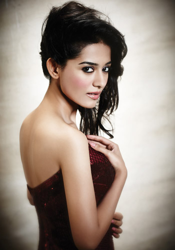 http://static.koimoi.com/wp-content/new-galleries/2013/09/Amrita-Rao.jpg