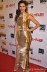 Deepika Padukone Shines In Gold At The Filmfare Awards 2014
