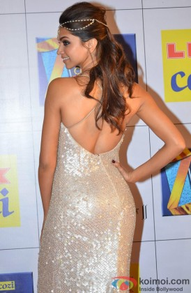 Deepika Padukone Showing Off Her Sexy Back At The Zee Cine Awards 2014