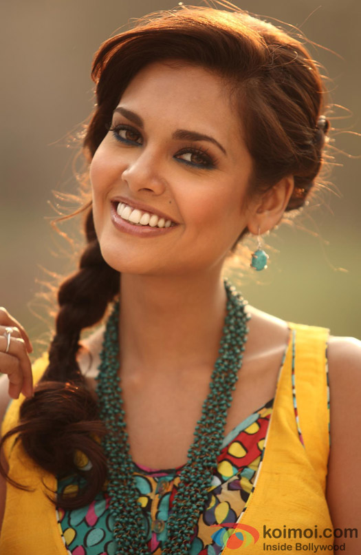 Esha Gupta Stylish Photos in HD, Esha Gupta Fashion Images | Esha ...