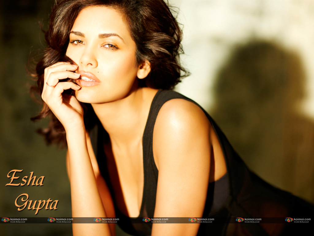 Esha Gupta Wallpaper 2