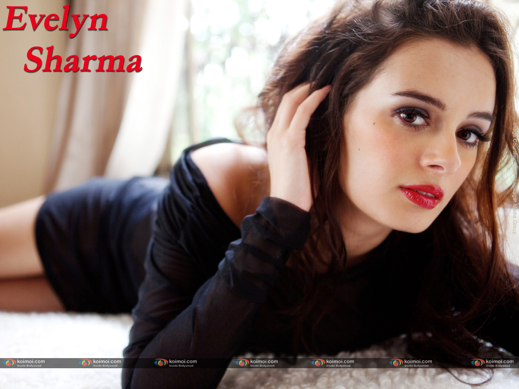 Evelyn Sharma Wallpaper 3