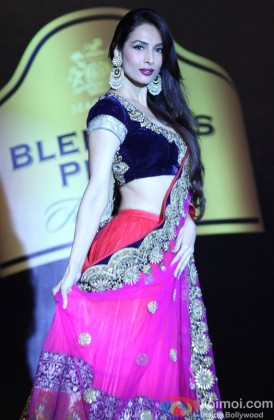 Malaika Arora walks the ramp at Blenders Pride Fashion Tour 2013