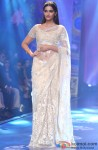 Sonam Kapoor Looks Stunning In A White Saree on The Ramp