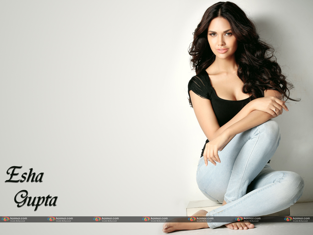 Esha Gupta Wallpaper 4