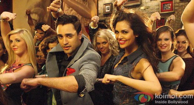 Imran Khan And Esha Gupta in Gori Tere Pyaar Mein! Movie Stills
