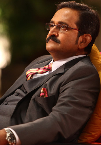 http://static.koimoi.com/wp-content/new-galleries/2013/10/Mahesh-Manjrekar.jpg