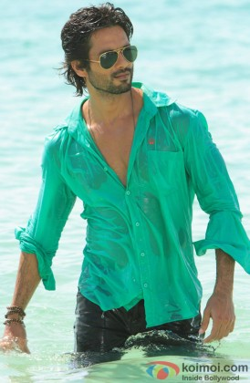 Shahid Kapoor Gives A Sexy Look