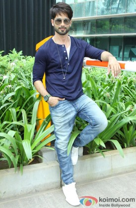 Shahid Kapoor Looking Stunning Wearing Shades