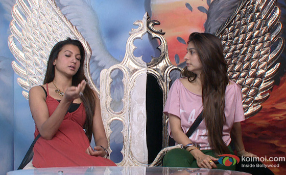Gauhar Khan and Tanisha Mukherjee in Bigg Boss 7 pic 1