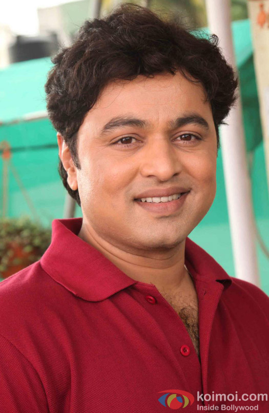 Subodh Bhave flashes a smile - Subodh-Bhave-flashes-a-smile