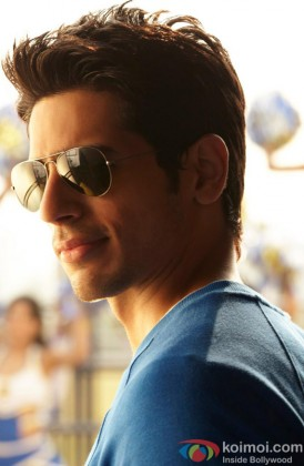 Sidharth Malhotra Looking Stunning With Stylish Shades