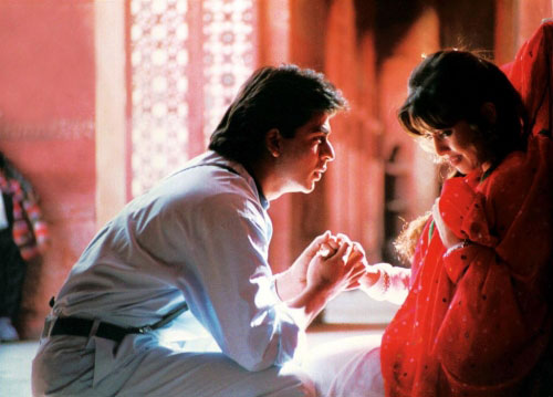 Shah Rukh Khan and Mahima Chaudhry in a still from 'Pardes (1997 film)'