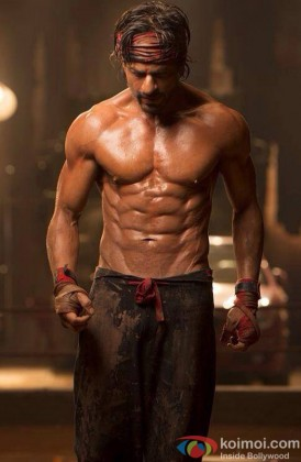 Shah Rukh Khan Flaunts His 8 Pack Abs